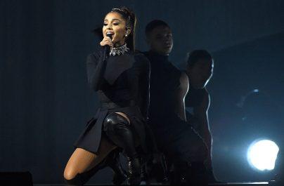 Η Ariana Grande δίνει γεύση από ένα ακυκλοφόρητο τραγούδι