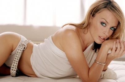 Η Kylie Minogue κάνει την έκπληξη και κυκλοφορεί το νέο δίσκο «Golden»