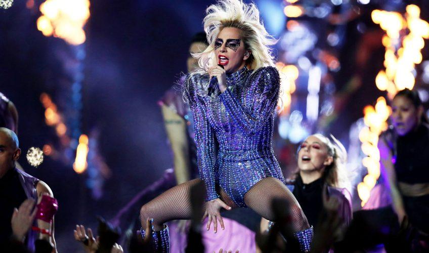 Η Lady Gaga ακυρώνει εσπευσμένα την περιοδεία λόγω προβλημάτων υγείας
