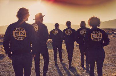 Οι Arcade Fire ξεχωρισαν με το νεο τους single το «Put Your Money On Me»
