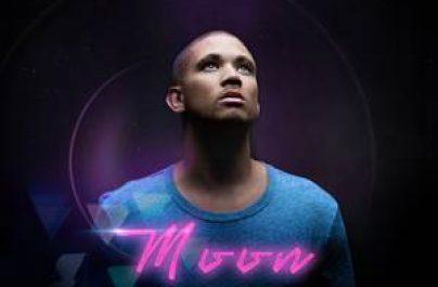 """Ο Nathaniel επιστρέφει μετά από λίγο καιρό με το νέο του super track """"Moon"""" που μόλις κυκλοφόρησε."""
