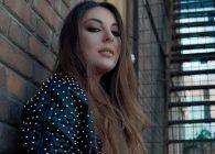 """Η νεα ταλαντούχα τραγουδίστρια – τραγουδοποιό Ματίνα παρουσιάζει το νέο single με τίτλο """"Kiss And Tell"""""""
