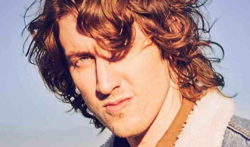 Ο πολυπλατινένιος τραγουδιστής και τραγουδοποιός Dean Lewis κυκλοφορεί σήμερα το ολοκαίνουργιο single του '7 Minutes'