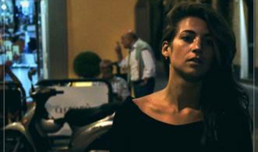 """Η Ιταλό-Γερμανίδα, τραγουδίστρια – τραγουδοποιός, Luca Vasta παρουσιαζει το πρώτο single του album έχει τον τίτλο """"Oblivion""""."""