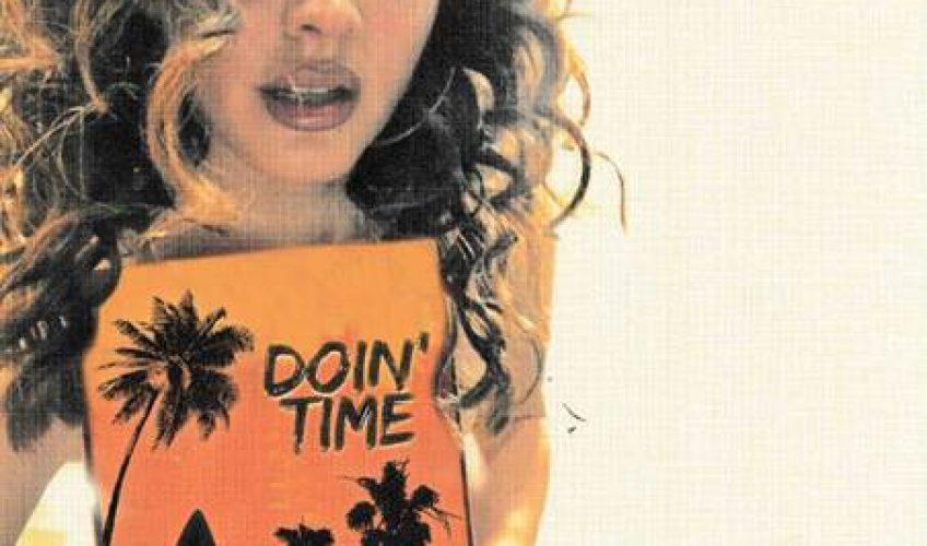 Η Lana Del Rey κάνει δικό της το «Doin' Time» των Sublime.
