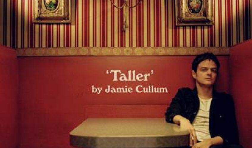 Ο μουσικός και στιχουργός Jamie Cullum επιστρέφει με το νέο single 'Drink'.
