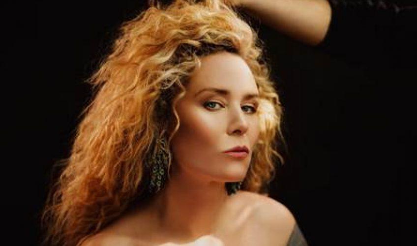 Η ντίβα της electropop σκηνής, λίγο μετά την εκρηκτική εμφάνισή της στο Release Festival παρουσιάζει το ολοκαίνουργιο τραγούδι της.