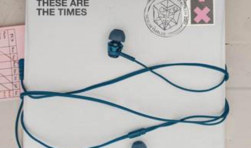 """Η AXE, το no1 brand με αντρικά καλλυντικά, ξεκινάει την AXE μουσική πλατφόρμα με μια μεγάλη εκστρατεία με τον νο1 DJ στον κόσμο, τον Martin Garrix … Η οποία συμπεριλαμβάνει ένα νέο τραγούδι και music video για το track """"These Are The Times""""."""