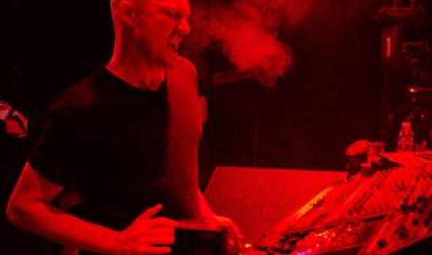 """Μετά την κυκλοφορία του 8ου και πιο προσωπικού του album """"Parts of Life"""", ο Paul Kalkbrenner είναι συνέχεια σε tour."""