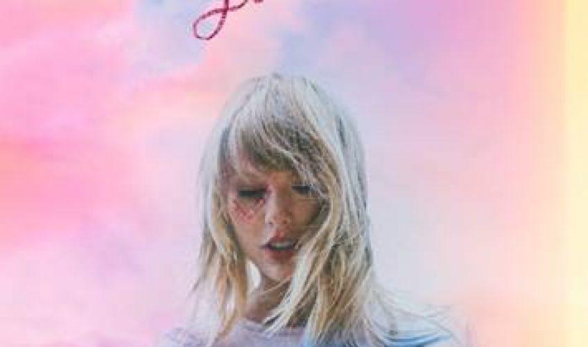 Η pop star Taylor Swift μας παρουσιάζει το νέο άλμπουμ της με τίτλο 'Lover', που πρόκειται για την έβδομη δισκογραφική δουλειά της τραγουδίστριας.
