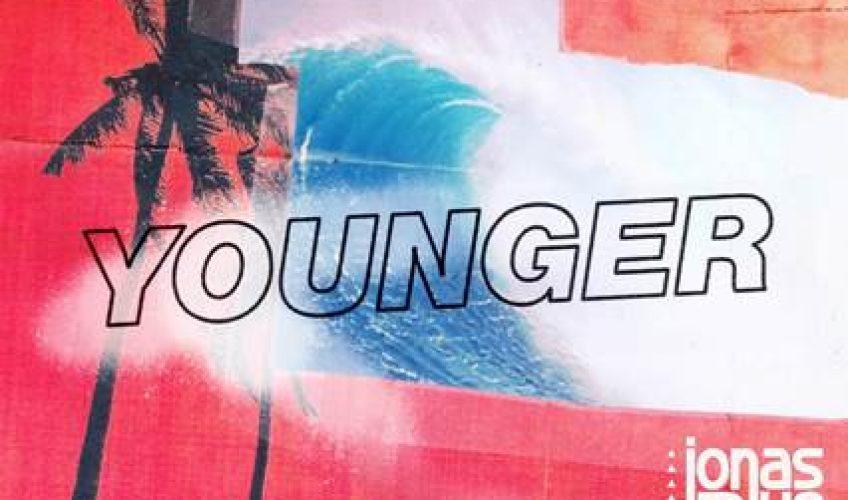 Ο Άγγλος παραγωγός και στιχουργός Jonas Blue και ο νεαρός ανερχόμενος superstar HRVY, κυκλοφορούν το νέο τους τραγούδι με τίτλο 'Younger'.