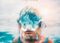 """Ο αγαπημένος παραγωγός από την Ρουμανία, ο Monoir που γνώρισε πολύ μεγάλη επιτυχία στη χώρα μας πριν λίγα χρόνια , επιστρέφει με άλλο ένα super hit … Εχει τον τίτλο """"Tsunami""""."""