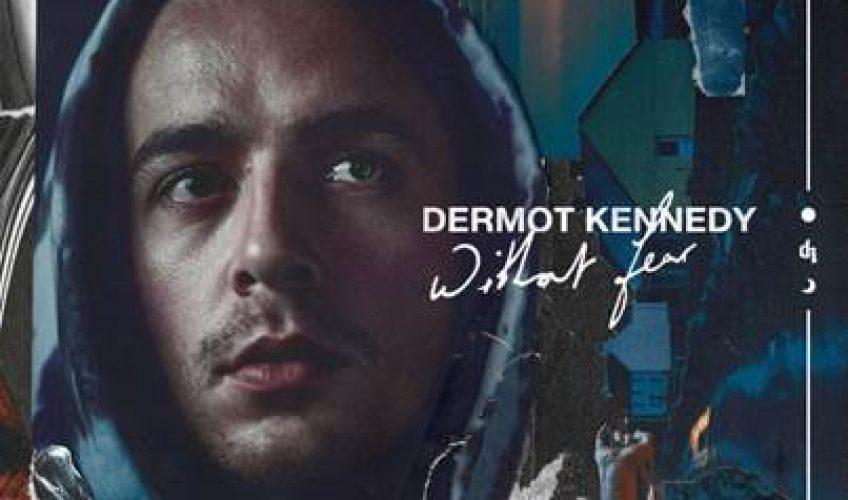 Ο Ιρλανδός Dermot Kennedy, καταφέρνει να πάει στο Νο.1 των Βρετανικών charts, με το ντεμπούτο άλμπουμ του 'Without Fear'.