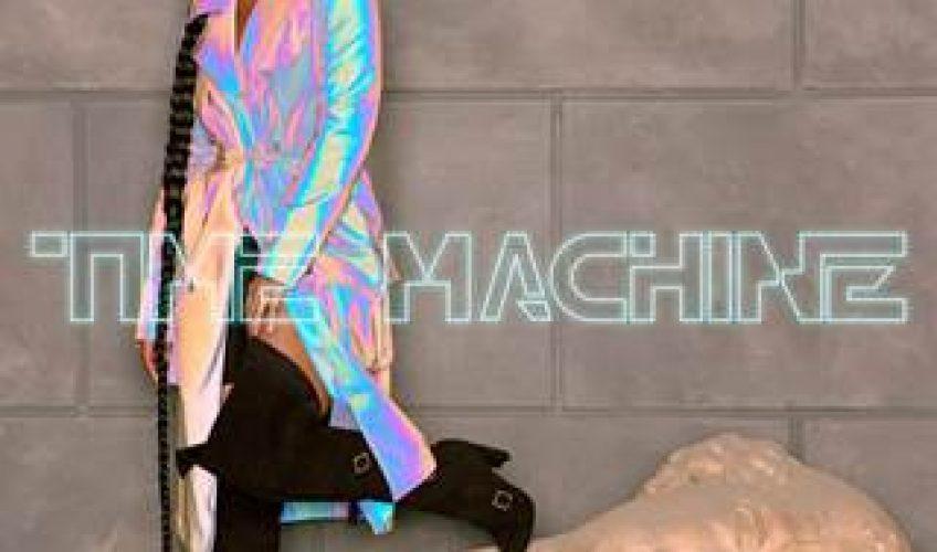 """Αμέσως μετά την ανακοίνωση ότι θα επιστρέψει στην σκηνή των Grammys ως παρουσιάστρια, η τραγουδίστρια/τραγουδοποιός/παραγωγός, καθώς και 15 φορές νικήτρια Grammy, η Alicia Keys μας παρουσιάζει το νέο της single """"Time Machine""""."""