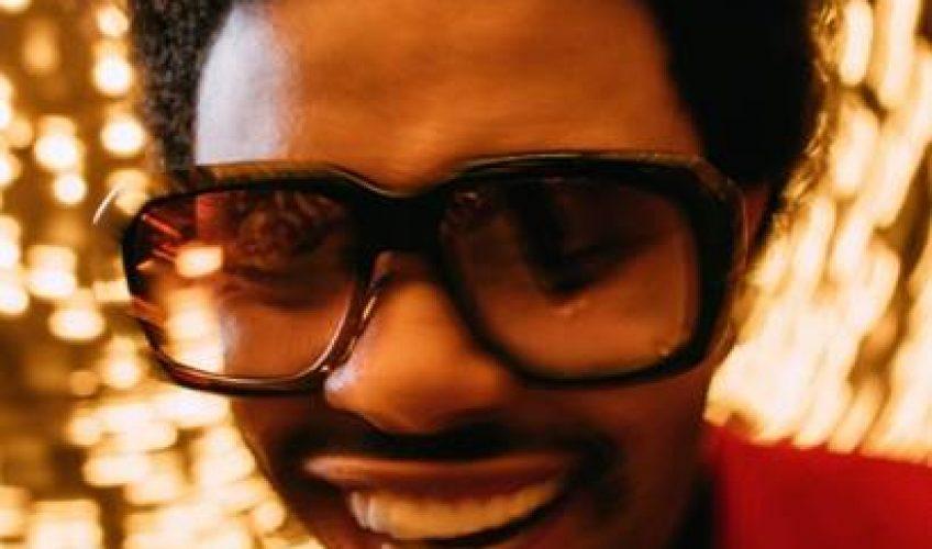 To νέο τραγούδι του hitmaker The Weeknd … Το 'Heartless' είναι ένα uptempo κομμάτι με χαρακτηριστική hip-hop αισθητική και δυναμικό beat.