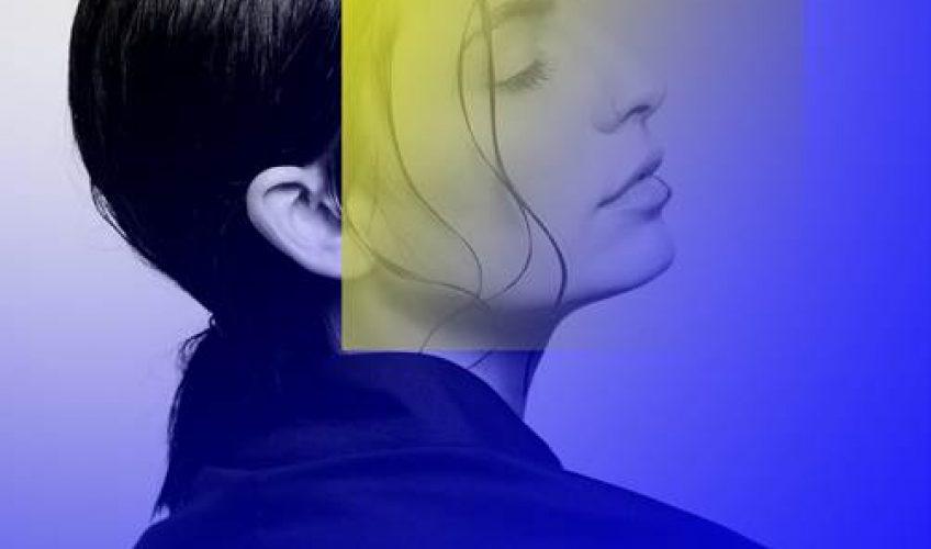Η Daphne Lawrence,  η νέα ιδιαίτερα φρέσκια και ταλαντούχα τραγουδίστρια και δημιουργός, κυκλοφορεί και μας παρουσιάζει το ντεμπούτο single της με τίτλο 'Lonely'