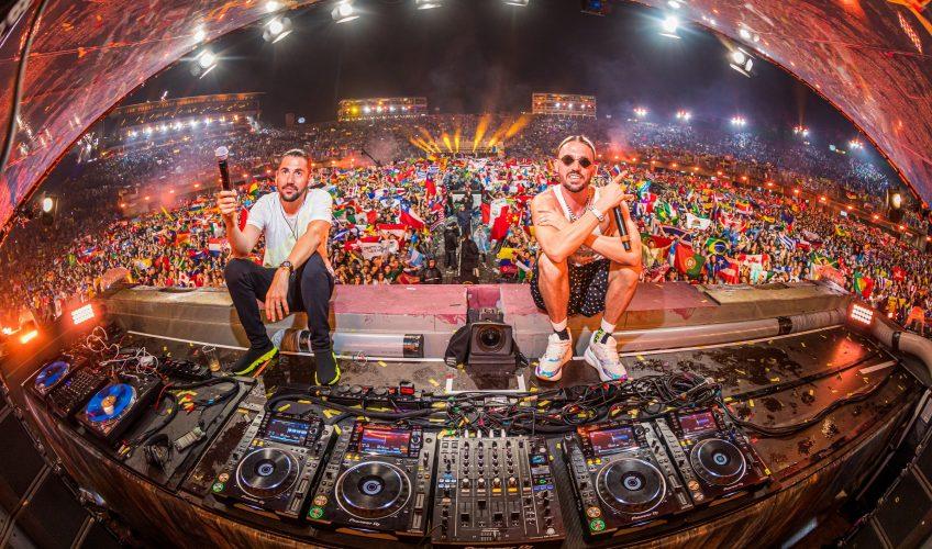 """Το """"Say My Name"""" ξαναπαρουσιάζεται σε μία πιο pop επηρεασμένη εκδοχή από τους διεθνούς φήμης παραγωγούς/DJs Dimitri Vegas & Like Mike και Regard."""