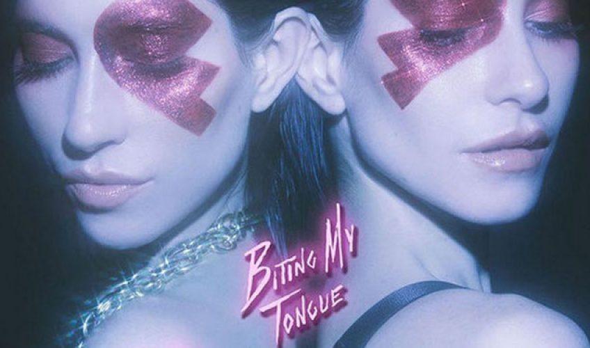 """Οι The Veronicas αποκαλύπτουν ακόμα μία καλλιτεχνική πλευρά τους με το βίντεο του τελευταίου τους single """"Biting My Tongue""""."""