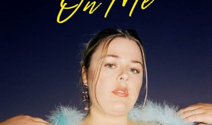 Η ανερχόμενη Δανέζα τραγουδίστρια Jada, κυκλοφορεί το νέο της τραγούδι με τίτλο On Me.