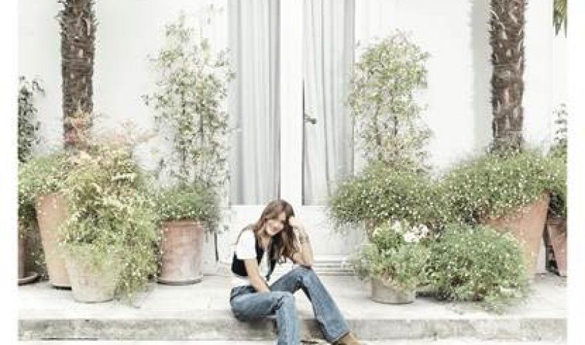 """Το ομότιτλο άλμπουμ της ιδιαίτερης καλλιτέχνιδας """"Carla Bruni"""", είναι μια αντανάκλαση του εαυτού της."""