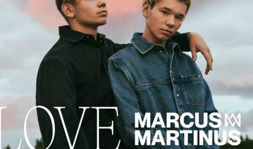 """Το Σκανδιναβικό ποπ φαινόμενο Marcus & Martinus επιστρέφουν δυναμικά με νέα μουσική … Το νέο τους single τιτλοφορείται ως """"Love You Less""""."""